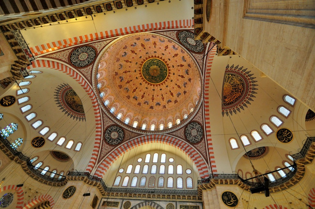 Great interior design of Suleymaniye Mosque.