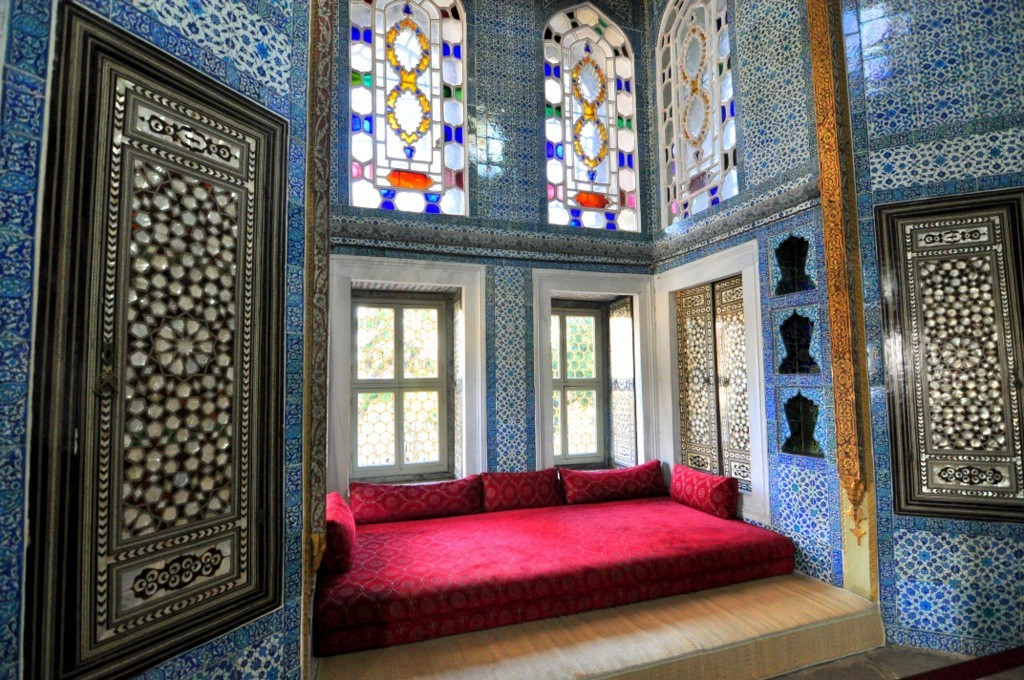 Antique Iznik Tiles Facts, Turkish Iznik Pottery History Topkapi Palace