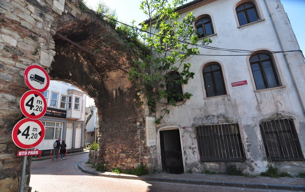 Istanbul backstreets walking tour